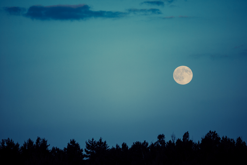 Photographing the Moon: Helpful Tips for Beginners
